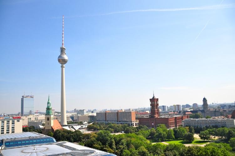 Берлинская телевизионная башня и ратуша
