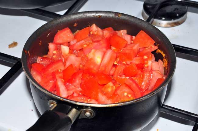 тушим помидоры