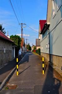Вид на современный переулок. Уже не так уютно.