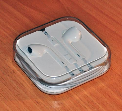 Наушники из комплекта iPhone 5