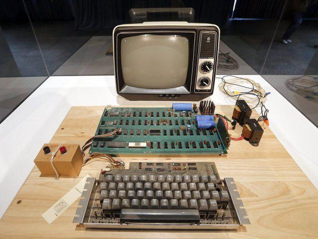 Original Apple-1 on exhibit to be acutioned by Christie's