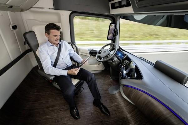 Mercedes-Future-Truck-2025-47